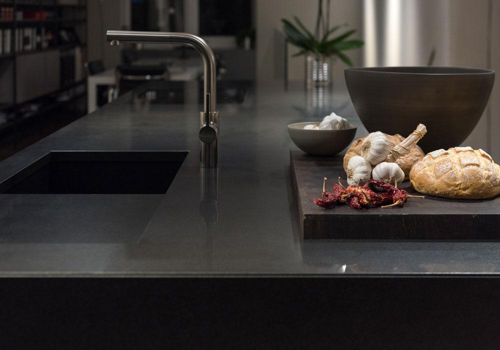 Edelstahl-Arbeitsplatten für Gastronomie & privaten Gebrauch